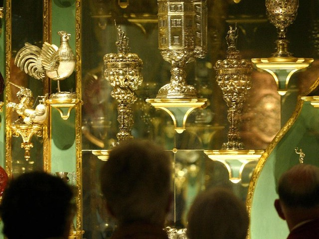 Thieves stole $1.1 billion of jewels from a German museum, reportedly after starting a fire to cut the power supply then breaking in through a window
