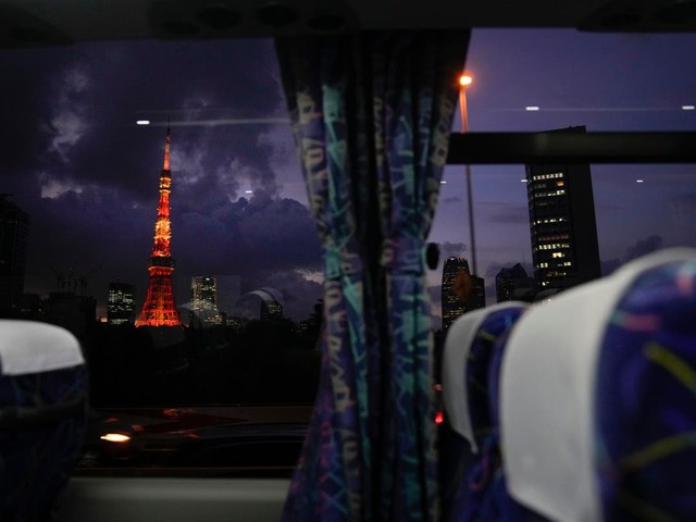 AP PHOTOS: Olympic guests get view of Tokyo -- from the bus