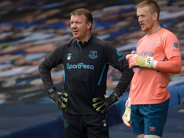 Everton goalkeeping coach Alan Kelly angrily hits out at leak accusations