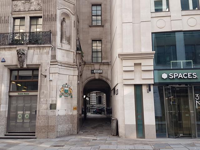 London's Alleys: Moorgate Place, EC2