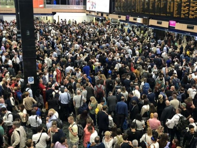 Thousands stranded or delayed after signal failure at London Euston