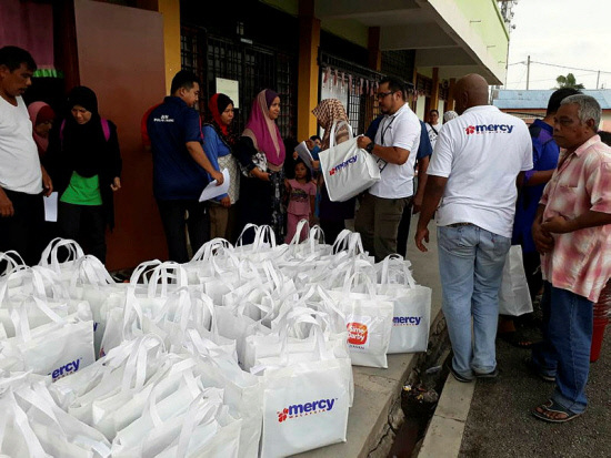 Mercy Malaysia delivers aid to Penang flood victims