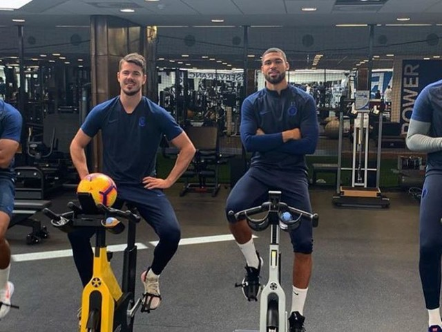 Loftus-Cheek, James, Van Ginkel, Blackman strike a pose on stationary bikes