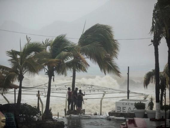Tropical Storm Philippe crosses Cuba towards Florida