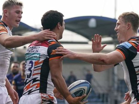 Premiership: Worcester 3-48 Leicester - Tigers run in seven tries to win at Sixways