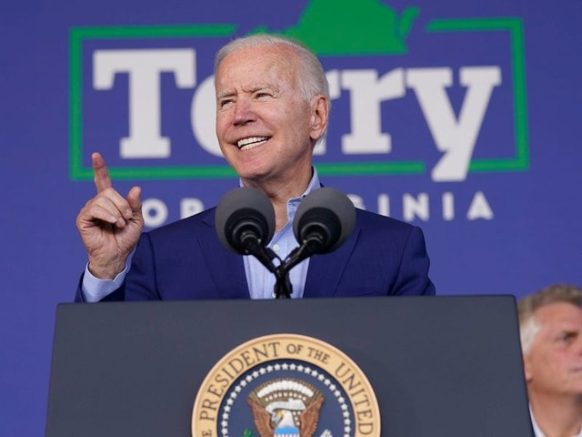 'It's not a Trump rally': Biden responds to being heckled while campaigning for former Gov. Terry McAuliffe in Virginia