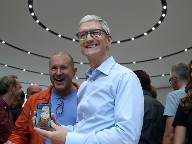 Apple has $200 billion to play with — here's what it might do with all its overseas cash (AAPL)