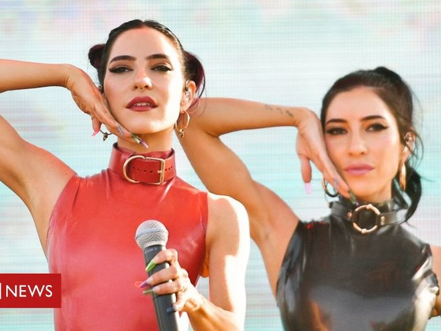 The Veronicas: Singers threaten legal action over flight removal