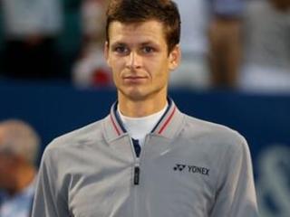 Hurkacz beats Paire for 1st ATP World Tour title