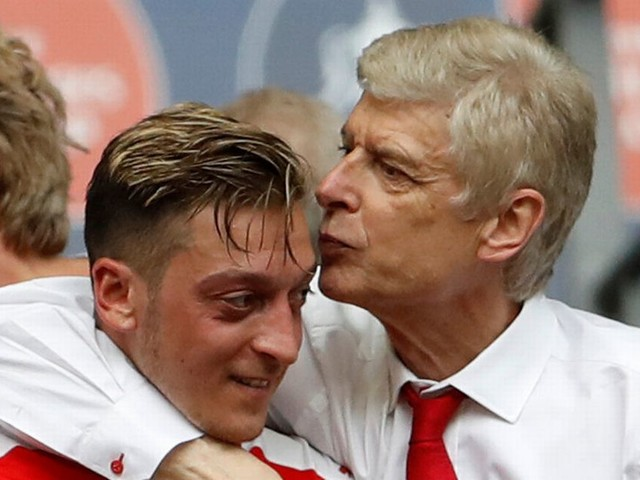 Arsene Wenger reacts to Mesut Ozil's potential transfer to Manchester United