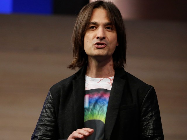 Alex Kipman just hinted that Microsoft will announce a new version of HoloLens on February 24. Here's everything we know about it (MSFT)