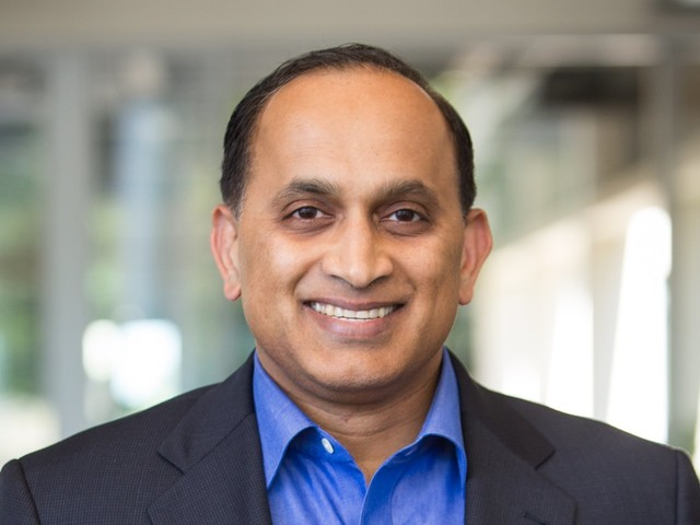 A top VMware exec explains how it avoided getting crushed by Microsoft in its early days — and the lesson startups can learn from it (VMW, MSFT)