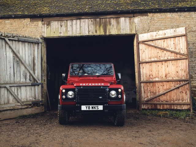 405PS Defender Works V8 Celebrates 70 Years Of Land Rover Marque