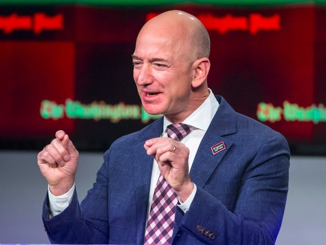 Deutsche Bank says it hasn't seen this level of 'caution around Amazon shares' in a long time — but Wall Street remains bullish about the company ahead of its fourth quarter earnings report (AMZN)