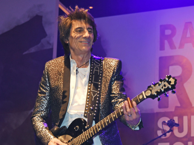 Rolling Stones Guitarist Ronnie Wood Reveals Lung Cancer Diagnosis, Treatment: 'It Could Have Been Curtains'