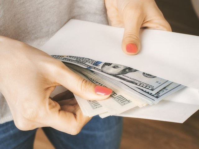 I tried 4 savings strategies to cure my chronic overspending, and I was finally able to stick with one