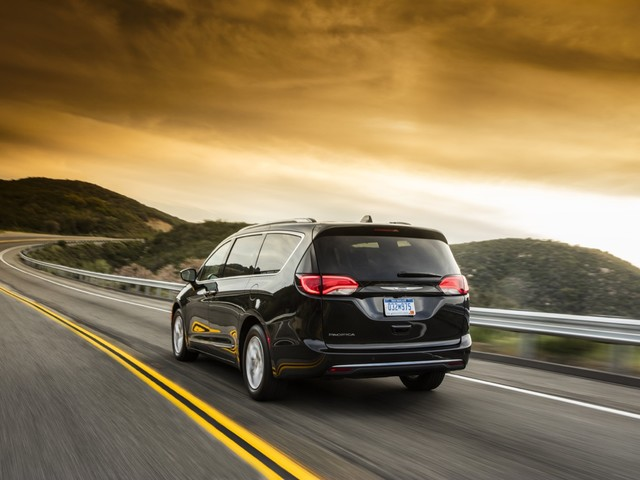 Hold on, Minivan Enthusiasts – Don't Hoon That Chrysler Pacifica Just Yet
