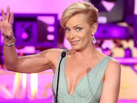 """What Happened to Jill on """"Mom""""? Why is Jaime Pressly Fat? Did She Gain Weight?"""