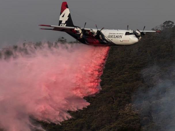3 US crew members were killed when a large air tanker crashed in Australia while fighting bushfires