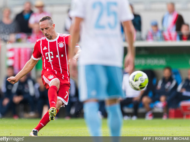Bayern Munich: Franck Ribery Cheekily Unties Referee's Boot Laces Before Whipping Home 20-Yard Freekick (Video)