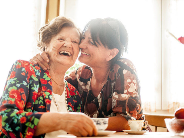 6 Christmas Gift Ideas For People With Dementia: Scrap Books, CDs And Activities They'll Love