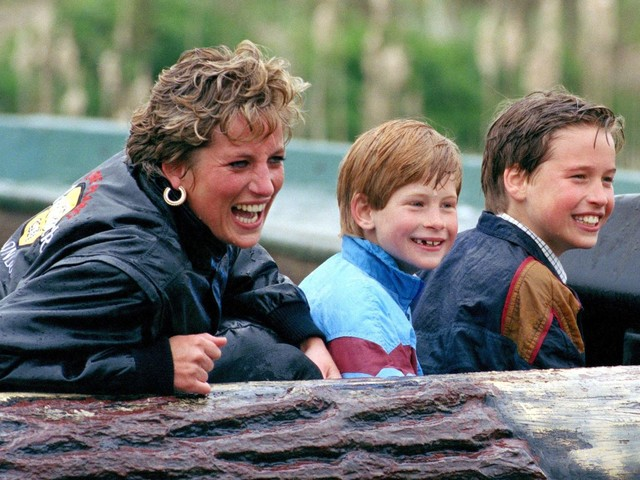 8 Wonderful Quotes About Motherhood From Princess Diana