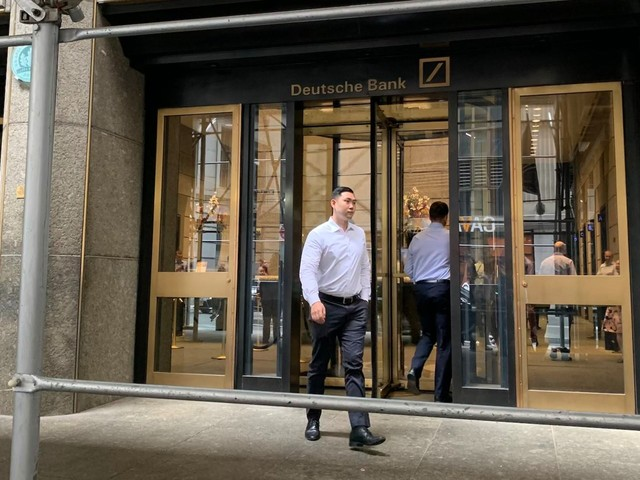 We stood outside Deutsche Bank's New York office as staff who'd just been laid off walked out. Here's what we saw.