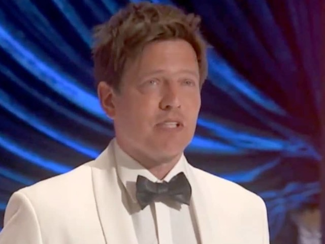 'Another Round' Director Thomas Vinterberg Dedicates Oscar to Daughter Killed Days Into Production (Video)