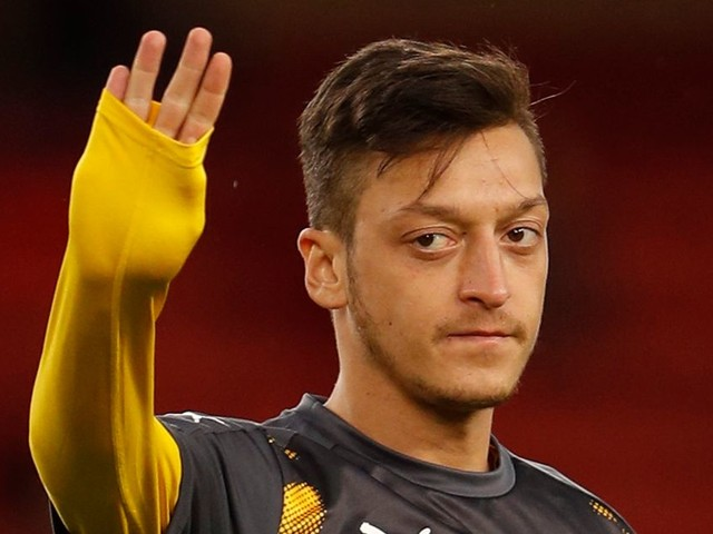 Arsenal's Mesut Ozil so confident Manchester United transfer WILL happen he is telling team-mates it's in the bag