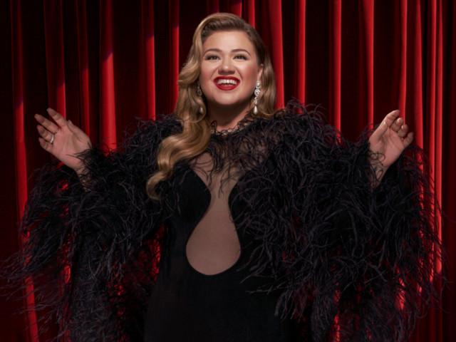 Listen to Kelly Clarkson's New Christmas Single (In September)