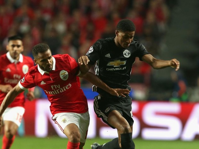 Benfica vs Manchester United LIVE score and goal updates as Marcus Rashford scores then injured
