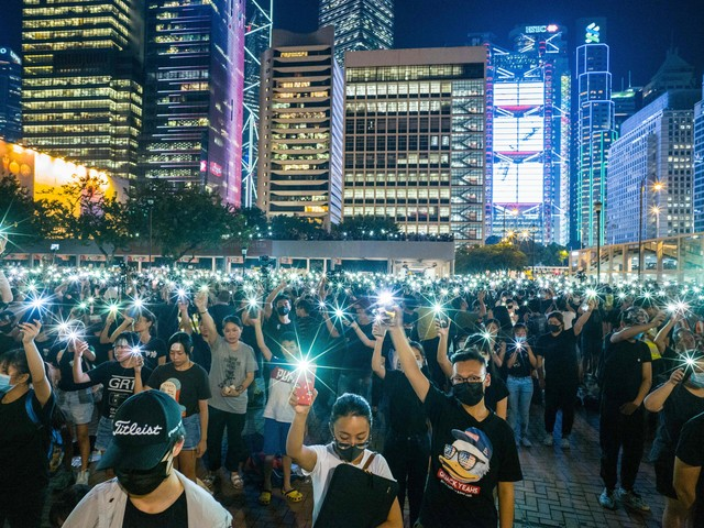 UK offers Hong Kong residents 'escape' from Chinese aggression