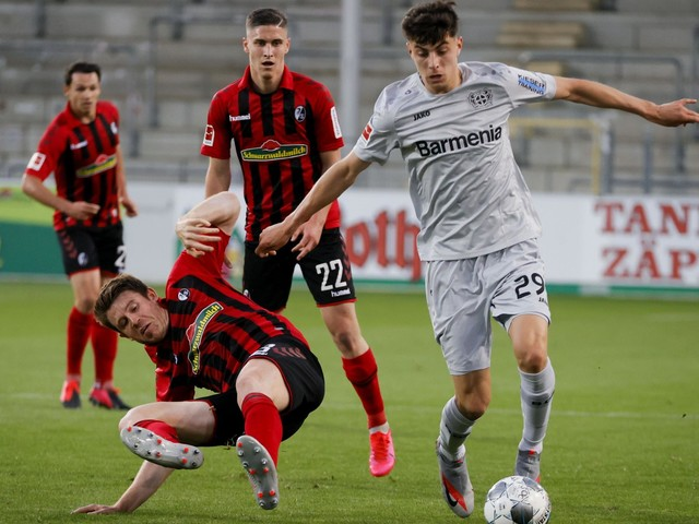 Kai Havertz forced off injured after Manchester United and Liverpool target extends impressive scoring run