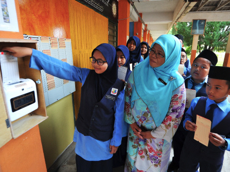 SKKGB first school to implement punch card system in T'ganu for students