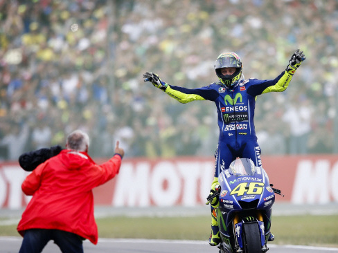 Rossi king in Assen, Vinales crashes out
