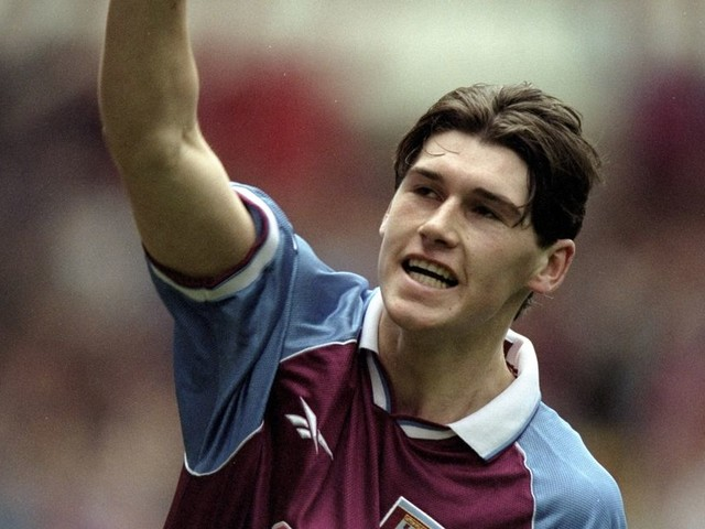 """Mr Reliable! Former team-mate hails Gareth Barry's career and says midfielder has always played """"the right way"""""""