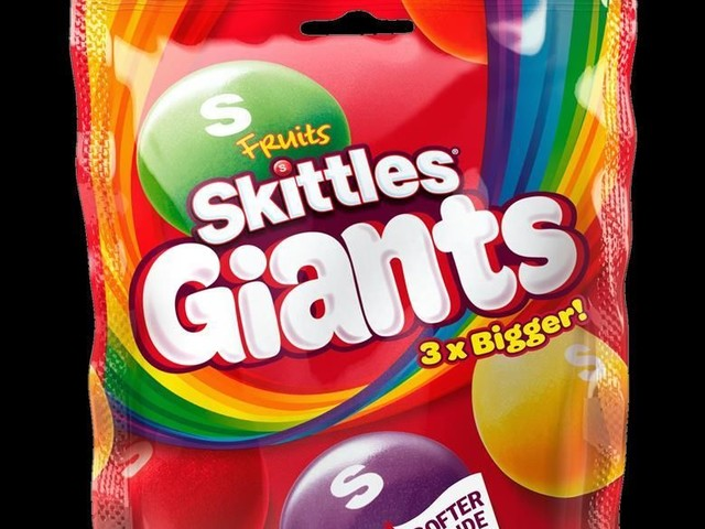 Chewy Oversized Candy Varieties - Skittles Giants are Three-Times Larger Than the Original Candy (TrendHunter.com)
