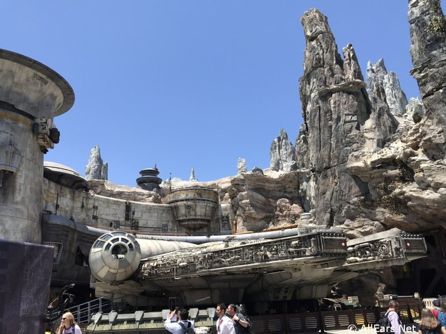 4 Foods to Avoid When Visiting Star Wars: Galaxy's Edge!