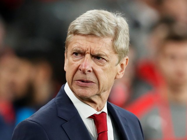 Arsenal manager Arsene Wenger addresses Mesut Ozil to Manchester United transfer rumours