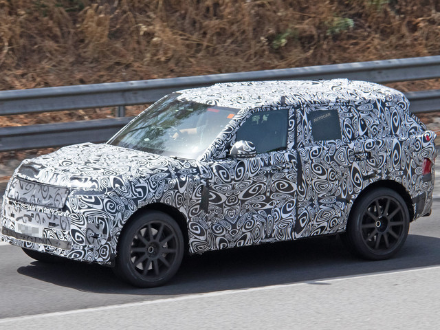 New Range Rover Sport SVR prototype spied testing