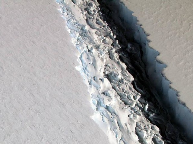 What Sound Does an Iceberg Make When It Breaks Off the Ice Shelf?