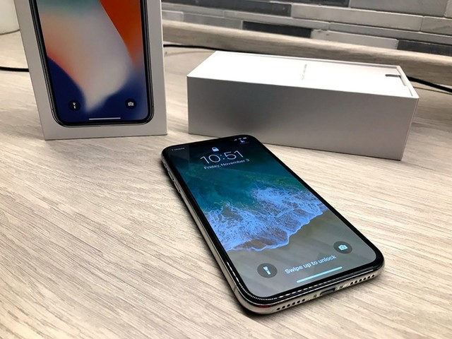 Early Adopters Unbox iPhone X and Share Overwhelmingly Positive First Impressions