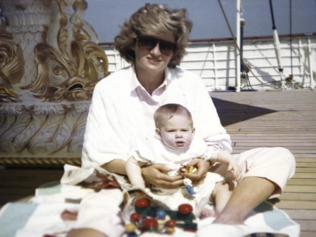 This never-before-seen photo of Diana was taken by Prince William at age 3