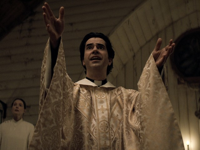 'Midnight Mass' Star Hamish Linklater on Father Paul's True Motives and Deepest Regret