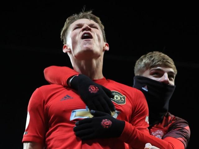 """Scott McTominay makes Man Utd team-mates """"feel secure"""", says Jesse Lingard"""