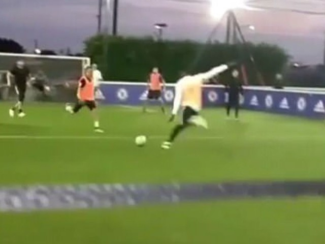 Lukaku shows off in 5-a-side match, hangs with Courtois in LA, stokes Everton, Chelsea emotions
