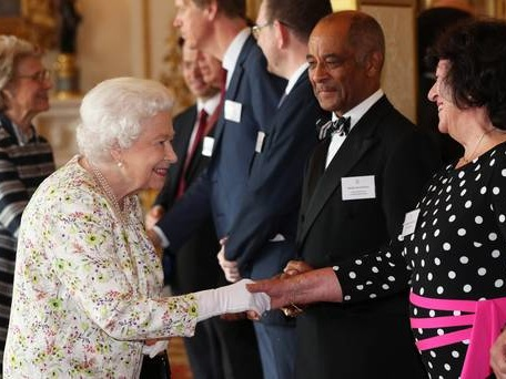 Queen 'shares empathy' for refugees as she meets faith group volunteers