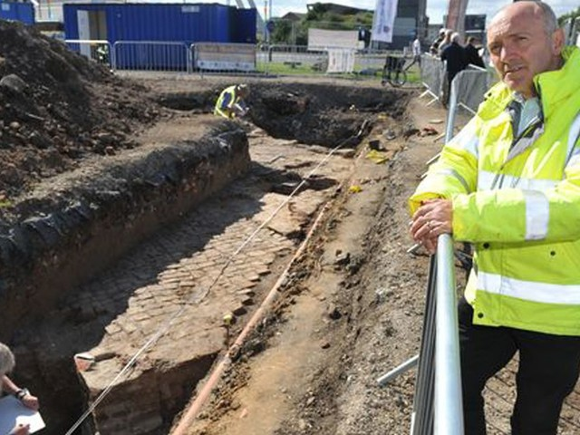 Archaeologists dig for clues about King Henry VIII's 16th century fortress - beneath a car park in Hull