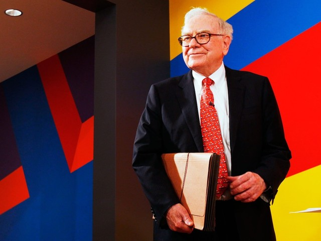 Warren Buffett's Berkshire Hathaway reveals $904 million Amazon stake for the first time (AMZN)