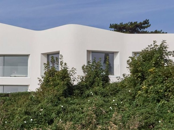 White Cliff Houses - Ness Point House Sits Atop the Famous White Cliffs of Dover (TrendHunter.com)
